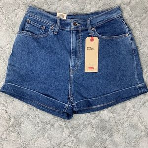 NWT Levi's Mom high rise relaxed jean shorts